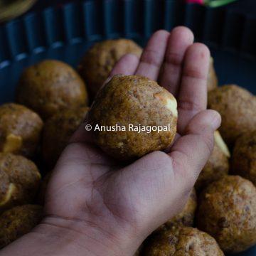Sattu ke ladoo held in the hand